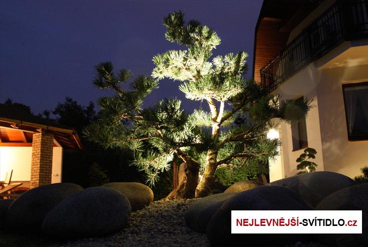 osvetleni-stromku-a-keru